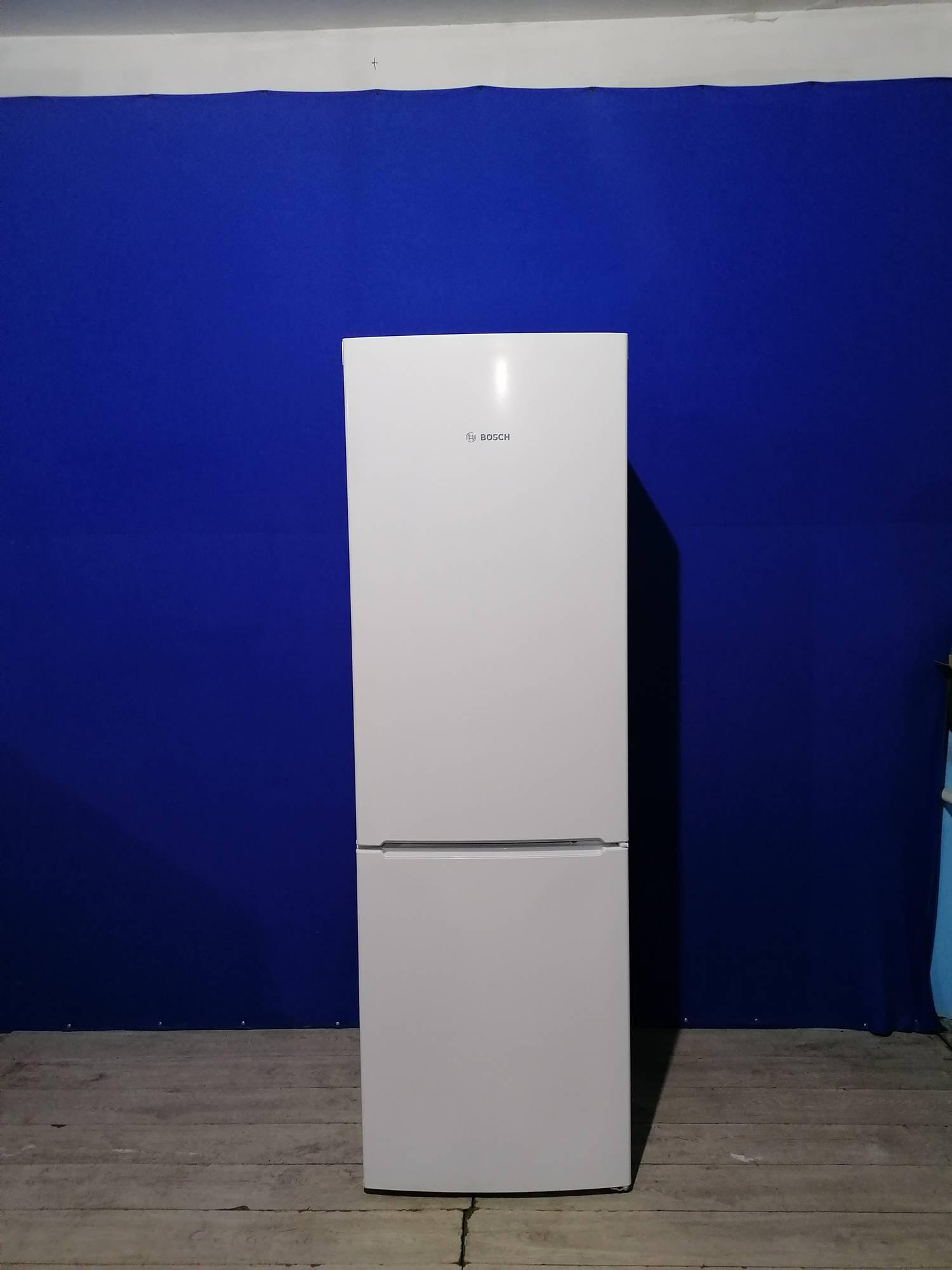 Холодильник BOSCH   184см